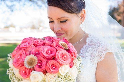 Wykonywanie makijażu ślubnego